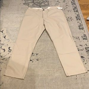 NWT Men's Slim Fit Flat front khakis. Size 34x30
